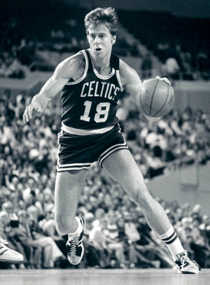 Dave Cowens drives to the hoop